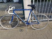 Älterer Rennrad aus DDR Blau