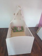 Kinderbettchen in Weiss zu verkaufen