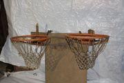 2 robuste Basketballkkörbe aus Metall