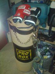 Boxsack mit Kette und Handschuhe