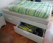 Kallax Regal Bett Couch Schreibtischstuhl