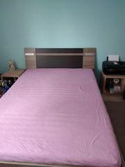 Doppelbett mit nachttisch