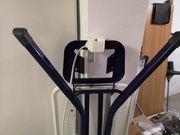 Bügelbrett mit Steckdose und Kabelhalter