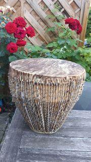 Afrikanische Trommel aus Holz mit