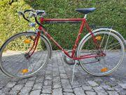 Rotes Rennrad von Escorte Top