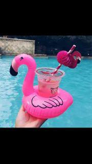 Flamingo als Getränkehalter