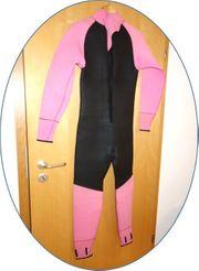Neopren-Anzug zu verschenken
