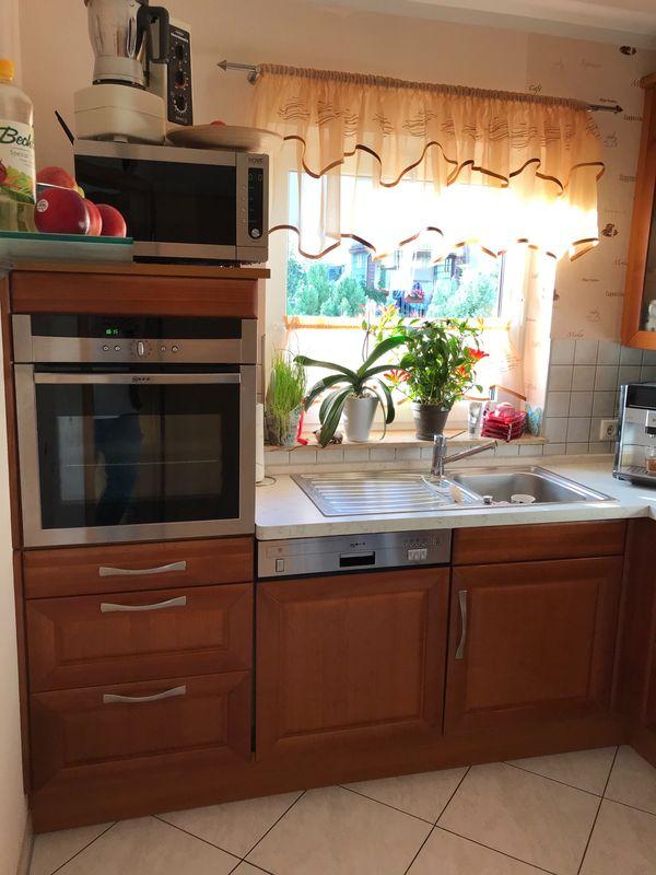 Gut erhaltene Küche in L-Form
