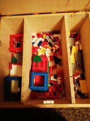 Legosteine mit Holzkiste zu verkaufen
