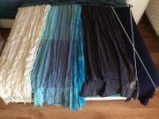 Schals in verschiedenen Farben 0