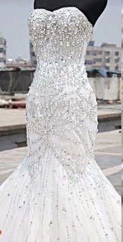 Atemberaubendes trägerloses Brautkleid NEU
