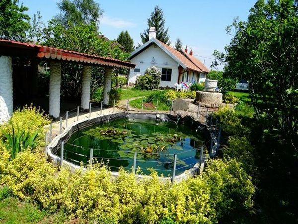 Ungarn Idyllisches Doppelhaus auf der