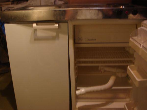 Single Küche mit Hängeschrank Top