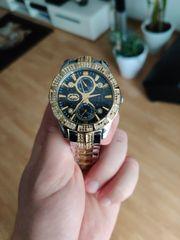 Goldene Marc Ecko Uhr mit