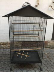 großer Vogelkäfig