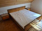 Schlafzimmer - Bett Nachttischchen und Schrank