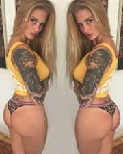 whatsapp Reife Frau bietet Fotos
