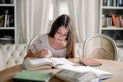 Hausbruch Nachhilfelehrer innen für Nachhilfe-Institut