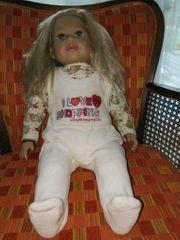 Zapf Puppe Sally mit Puppenkleidung