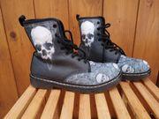 Boots mit Totenkopf Skull