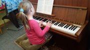 Klavier e 4 Stück Hocker