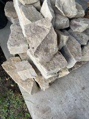 Sandsteine Bruchsteine gebrochen
