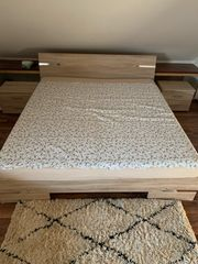 Doppelbett mit 2 Nachttischen