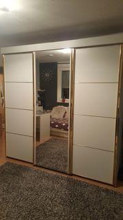 Schlafzimmerschrank mit Spiegel