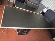 Großer Schreibtisch in Schwarz