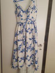 Geblümtes Kleid in Größe 40