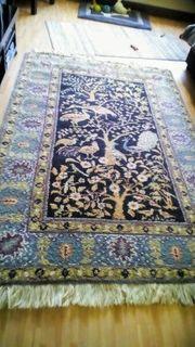 Handgeknuepfter Teppich