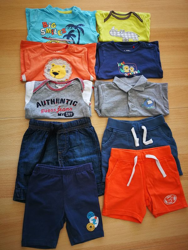 Shorts und Shirts u a