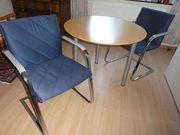 Runder Esstisch mit 2 Stühlen -