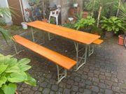 Holztisch und Bänke zu verkaufen