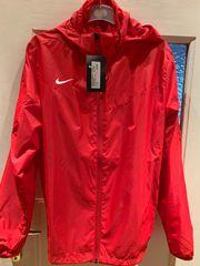 Neue Nike Regenjacke