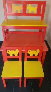Kindertischgruppe mit zwei Stühlen und