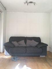 2 Zweisitzer Sofas zu verschenken