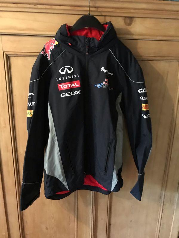 Red Bull Regenjacke der Marke
