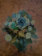 Metallblumen und Blumen als Strauss