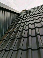 Dachdecker Arbeite Velux und Dach