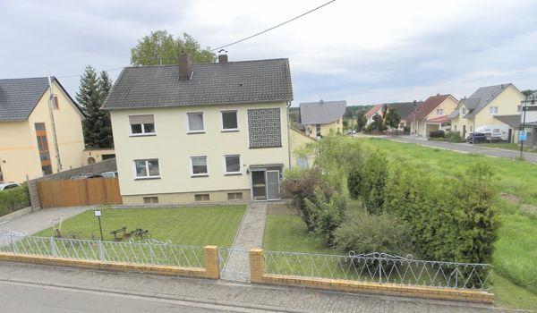 Ein-Zweifamilienhaus mit großem Garten und