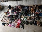 Schuhe aller Art und Größen