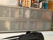 Billy-Regal grau mit Türen