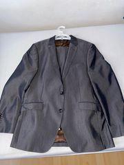 grauer Manguun Anzug