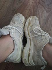 Gern getragene weiße Sneaker Schuhe