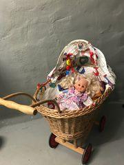 Puppenwagen aus Korbgeflecht