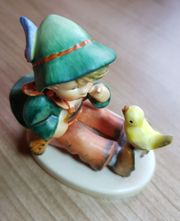 Goebel-Figur-Junge-mit-Vogel-Nr-63-gemarkt-Hummel-Porzellan Sammler oder Liebhaberstück