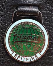 Emaillierter TRIUMPH SPITFIRE Schlüsselanhänger