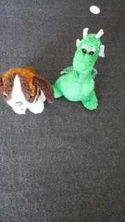 kleiner Hund und kleiner grüner