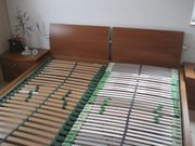 Doppelbett mit Lattenrost und Nachttisch